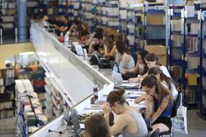 Casi uno de cada cinco jóvenes ni estudia ni trabaja en España.