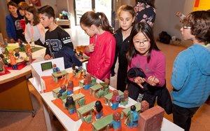 Exposición de cerámica hecha por alumnos de primaria de Parets del Vallès.