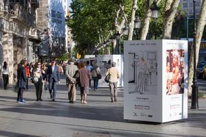 Exposición fotográfica en el paseo de Gràcia.