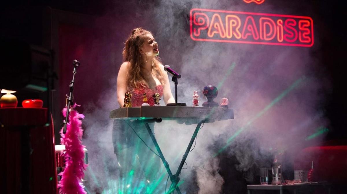 Elisabet Casanovas, en una escena de Paradise. Se representará el sábado 29 de julio en el Teatre Narcís Masferrer.
