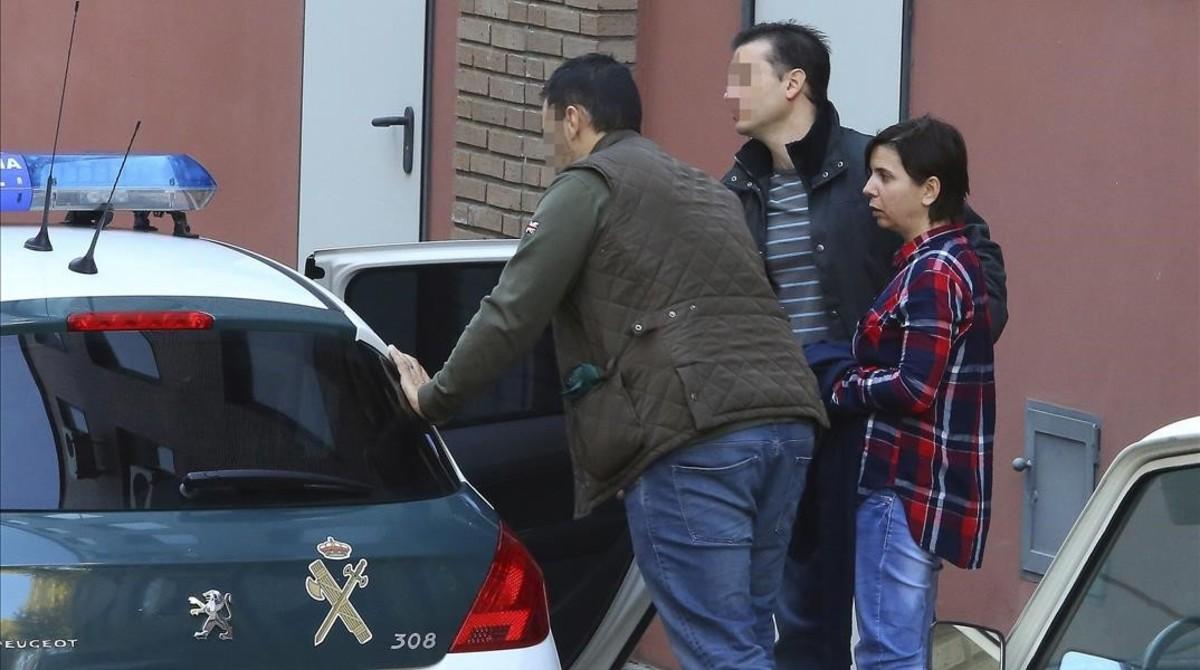 La acusada, a la salida de los juzgados de Ponferrada.