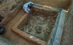 Excavación en la Fosa 113 del complejo de fosas comunes del cementerio de Paterna (Valencia), donde yacen más de 1.000 fusilados por el franquismo.
