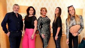 Francisco, Rosa López, Raquel Mosquera, Laura Matamoros y Aless Gibaja, nuevos anfitriones de 'Ven a cenar conmigo: gourmet edition'.