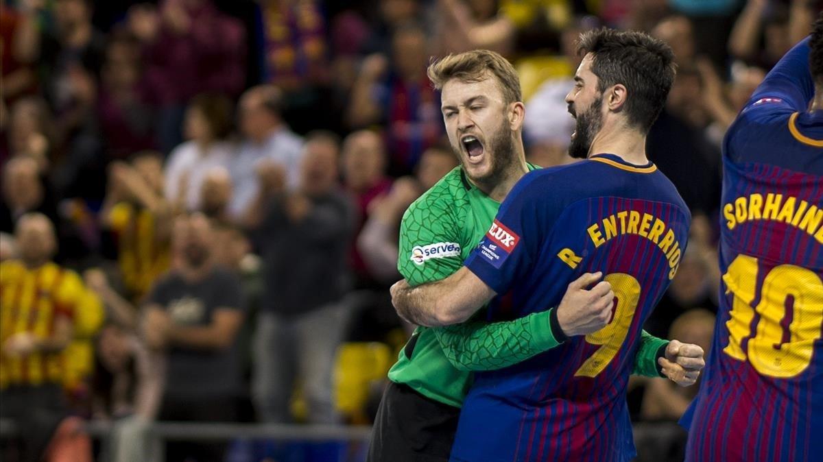 Gonzalo Pérez de Vargas y Raúl Entrerríos celebran un gol.