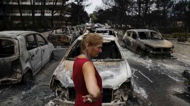 Grecia, sumida en las llamas. Decenas de personas atrapadas en la carretera al huir.