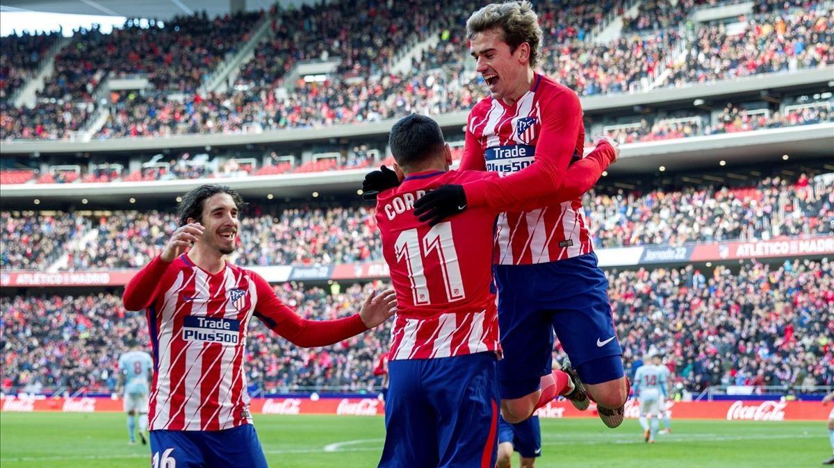 Griezmann celebra un gol con Correa y Vrsaljko.