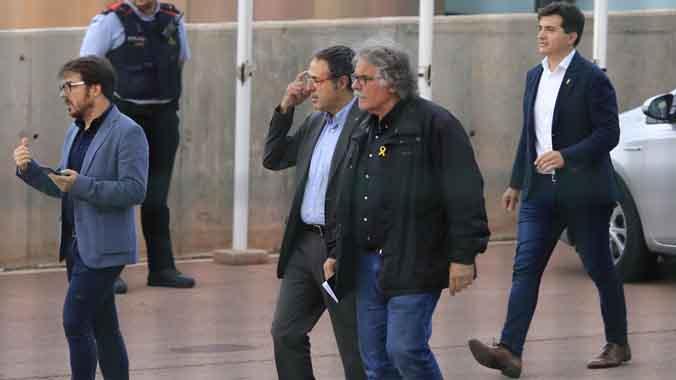 Imágenes de la salida de Sergi Sabrià y Joan Tardà de Lledoners,