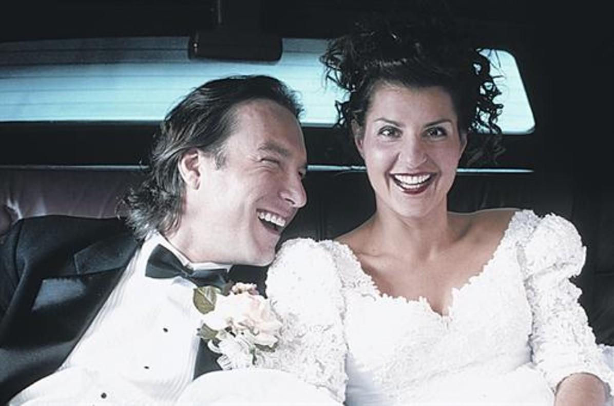 John Corbett y Nia Vardalos, en 'Mi gran boda griega', del 2002.