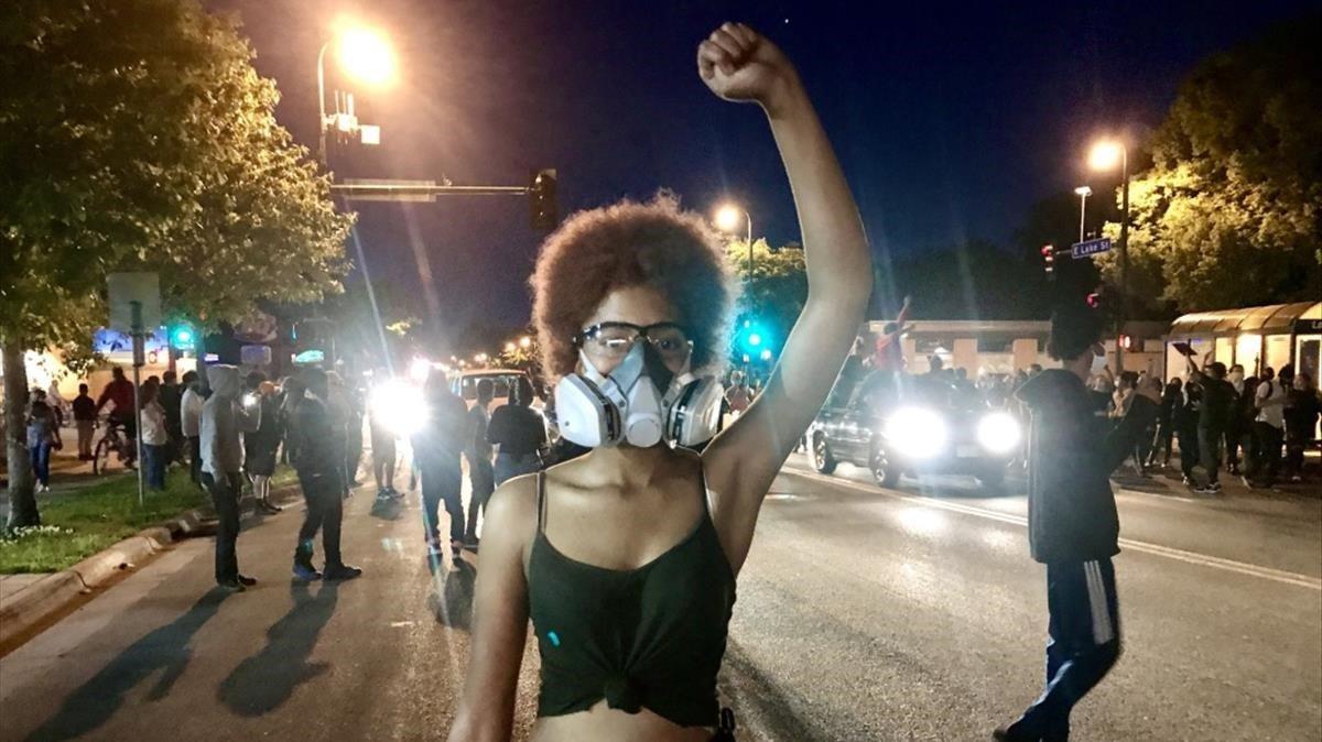 Kalya, de 18 años, una de las participantes en las protestas de Minneapolis.