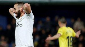 Karim Benzema lamenta, anoche, en Villarreal, una ocasión perdida.