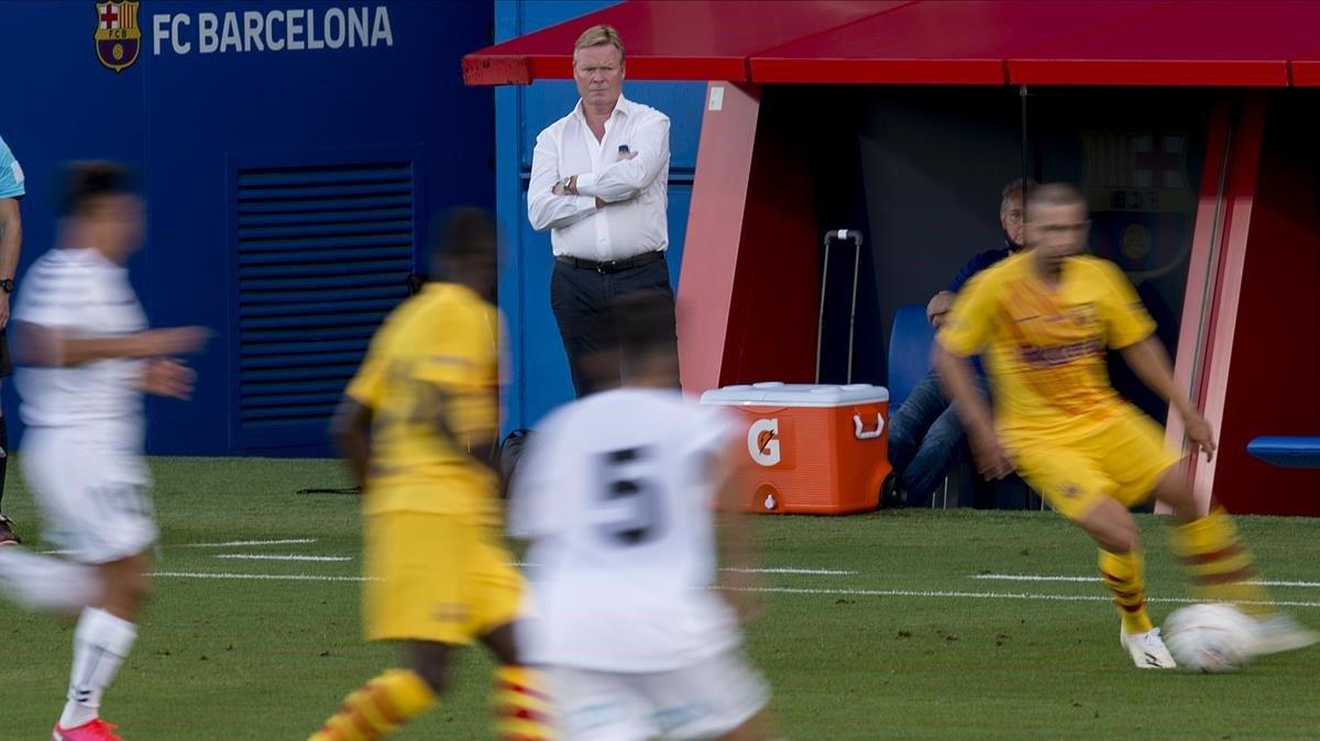 Koeman observa el partido del Barça ante el Nàstic en el Estadi Johan Cruyff.