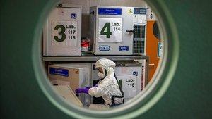 Laboratorio del Centro Nacional de Biotecnología, donde se busca una vacuna contra el covid-19, el 31 de enero.