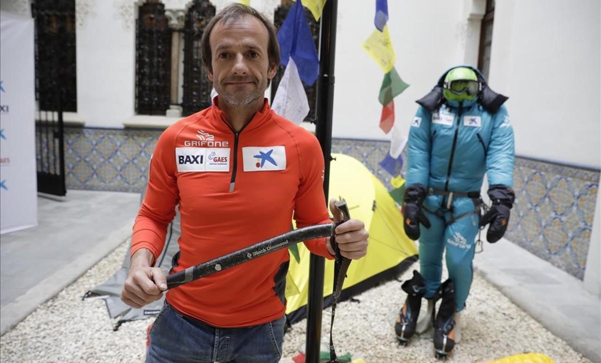 Latorre posa días antes de partir hacia el Everest.