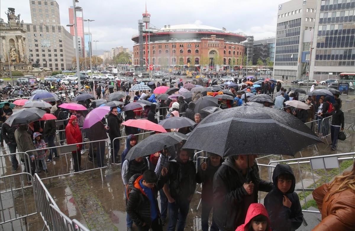 La lluvia de este sábado no impidió a los visitantes disfrutar del Salón del Cómic.