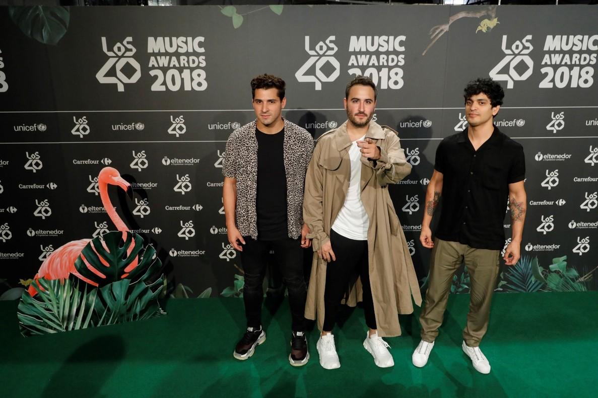 Los componentes de Reyk posando a su llegada a la cena de Nominados de Los 40 Music Awards.