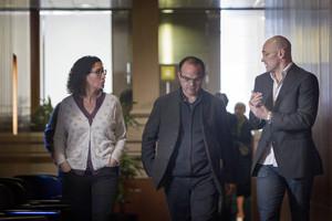 Los diputados de Junts pel Sí, Marta Rovira (i) Jordi Turull (c) y Raül Romeva (d), esta mañana.