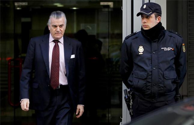 Luis Barcenas, extesorero del Partido Popular, sale de la Audiencia Nacional.