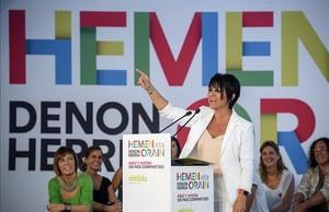 Maddalen Iriarte, candidata de EH Bildu a lendakari, duranteun mitin en Durango (Vizcaya)