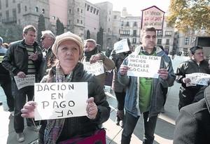 Manifestación en Barcelona a favor de la dación en pago y contra los desahucios.