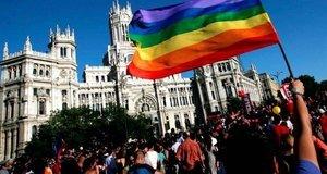 Manifestación del Orgullo LGTB frente al Ayuntamiento de Madrid.