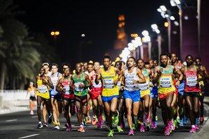 Atletas en el maratón del Mundial de Doha.