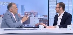 El vicesecretario de Organización del Partido Popular, Javier Maroto, y el presentador de 'Los desayunos de TVE', Xabier Fortes.