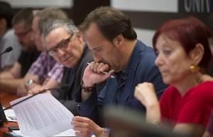 Los rectores de la UPC, Enric Fossas (a la izda.); de la UdG, Sergi Bonet (centro), y de la UAB, Margarita Arboix, este jueves.