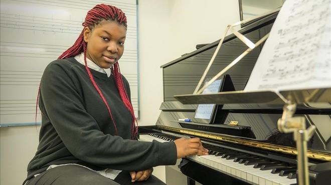 Monique Makon participa en Cabal Musical, un proyecto de Taller de Músics