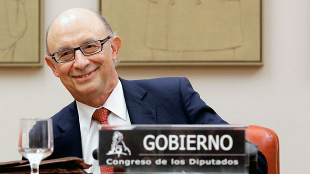 Montoro anuncia que el bloqueo de cuentas en Catalunya se mantendrá indefinidamente.