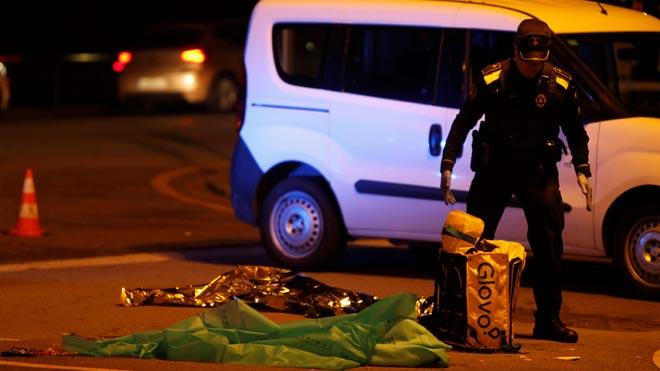 Muere un repartidor de Glovo atropellado en Barcelona.