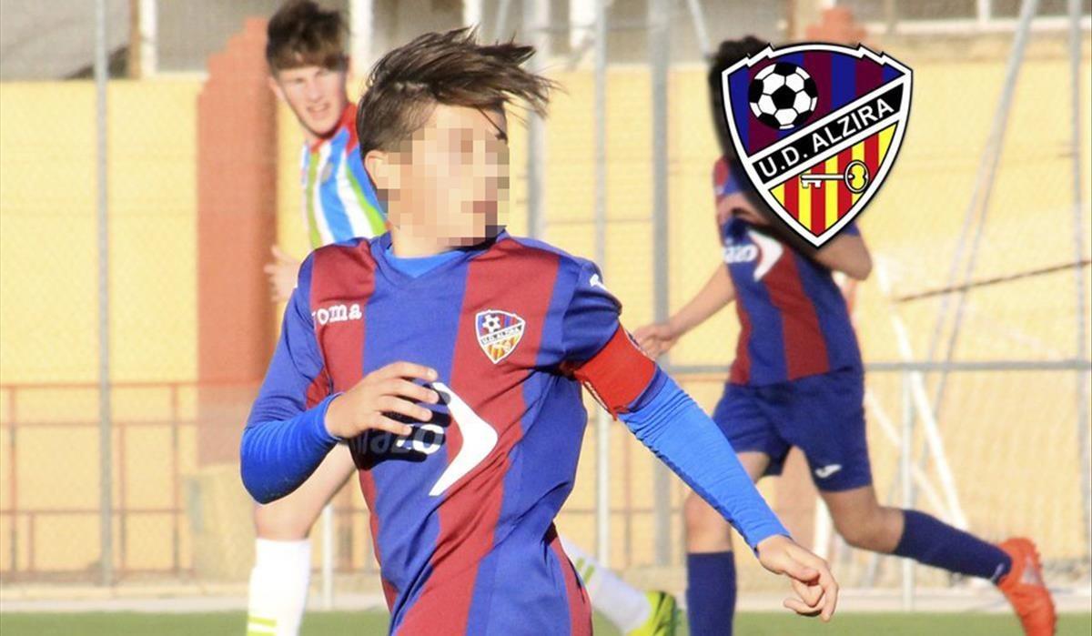 La UD Alzira está de luto. Esta tarde ha fallecido durante un partido en Ontinyent su futbolista Nacho Barberà (15 años).