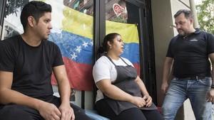Nelson Rojas, Claudia Calderon y Luis Miguel Bucci (de izquierda a derecha). Venezolanos residentes en Barcelona