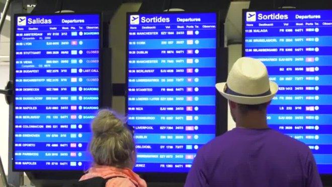 Normalidad en la zona de facturación de Ryanair en la T-2 del aeropuerto de El Prat.