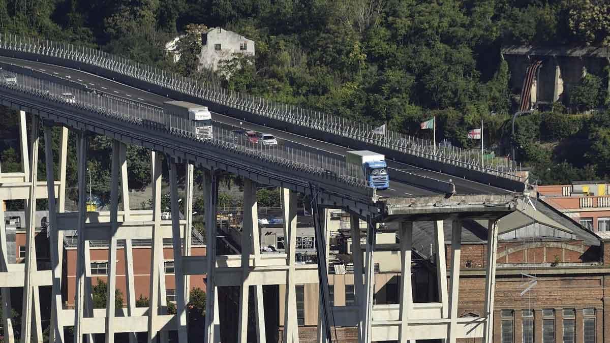 Nuevas imágenes del viaducto de Génova derrumbado.