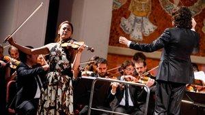 La Orquestra Simfònica Camera Musicae, con la violinista Clara-Jumi Kang,en el Palau de la Musica, el pasado domingo.