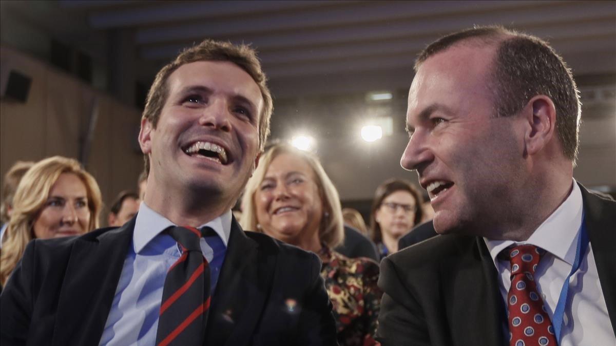 El líder del PP, Pablo Casado, y el jefe del grupo popular europeo, Manfred Weber