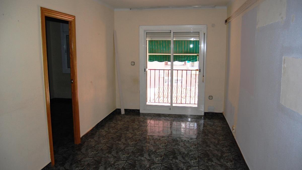 Un piso vacío procedente de un embargo en Badalona.