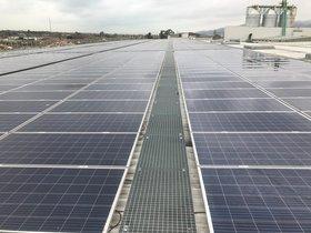 Placas solares instaladas en el centro de residuos de Gavà-Viladecans.