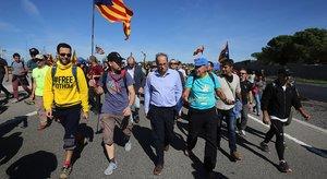El 'president' Quim Torra, junto a otros manifestantes, en una de las 'marxes per la llibertat', este miércoles.