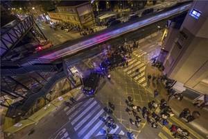 Protesta de vecinos en Murcia contra el muro levantado ante las vías del AVE.