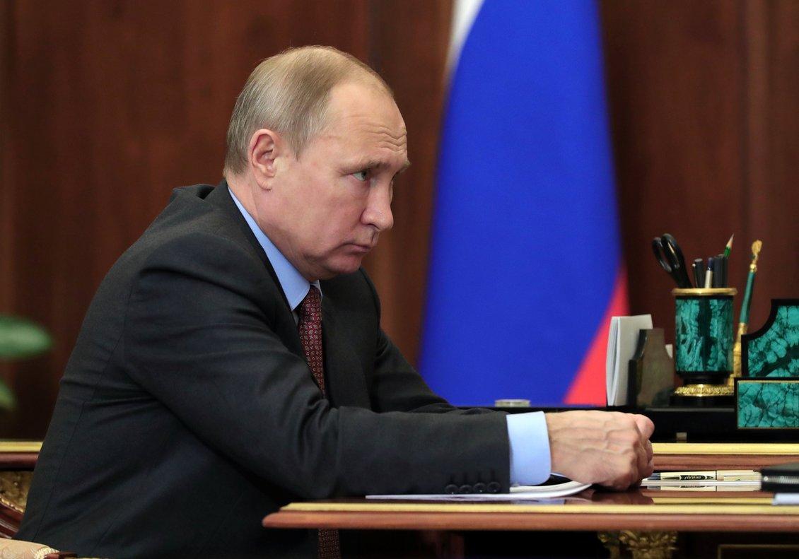 El presidente de RusiaVladimir Putin en una reunión en la agencia espacial rusa. Sputnik Mikhail Klimentyev KremlinREUTERS