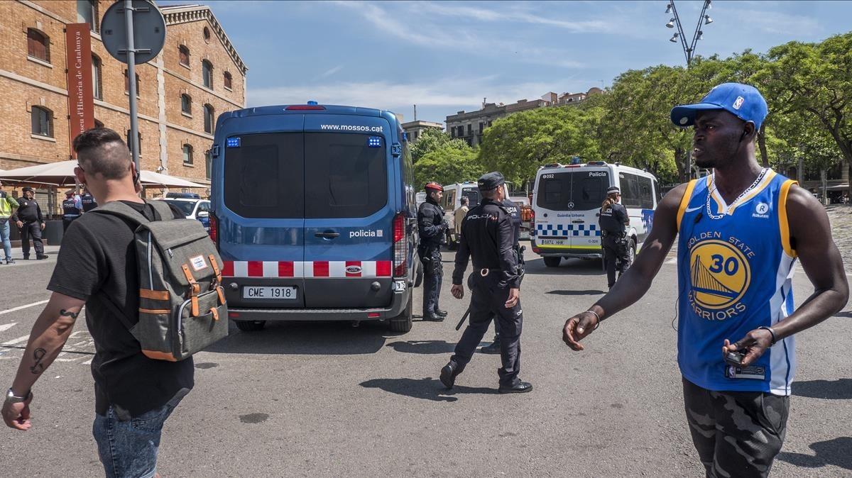 Redada fallida contra manteros en la Barceloneta.