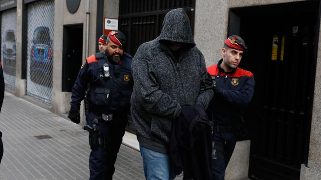 Redada de los Mossos en Barcelona contra el tráfico de drogas.