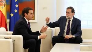 Reunión entre Mariano Rajoy y Albert Rivera, en la Moncloa, el pasado 17 de mayo.