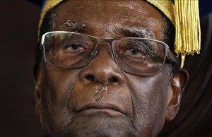 Robert Mugabe durante una cerimonia de graduación universitaria en Zimbabue