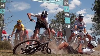 Tour de Francia: El Movistar salva la vida en el matadero del adoquín