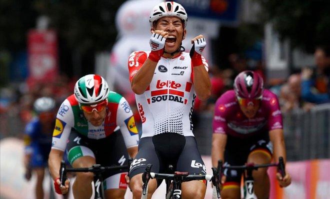 Caleb Ewan se impone en la octava etapa del Giro.
