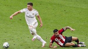 Jovic, en acción, contra el Athletic.