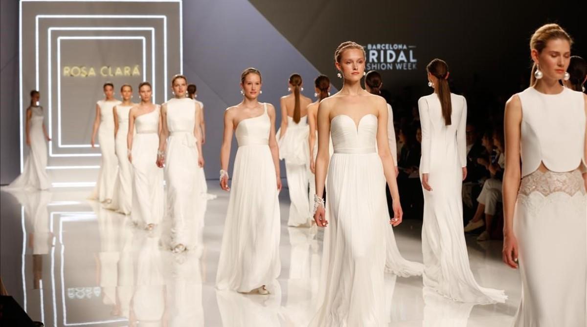 9e27e81aa57ac Desfile de Rosa Clará en la Bridal Barcelona Week.