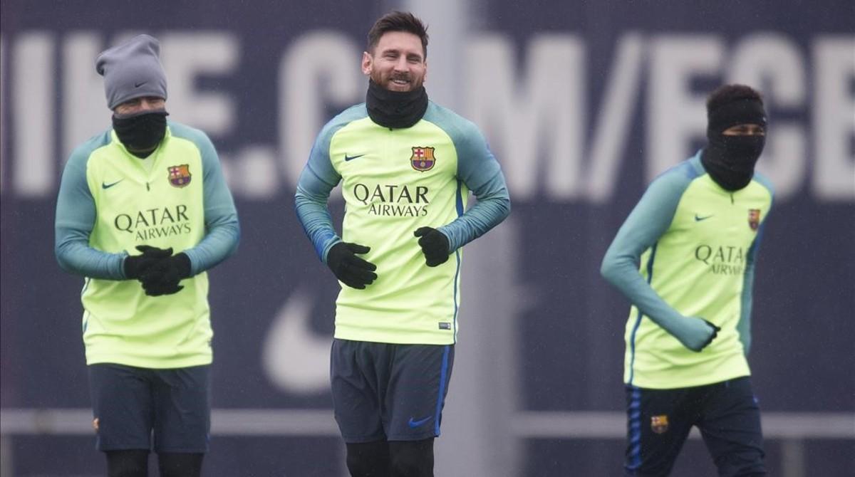 Suárez, Messi y Neymar, en el entrenamiento previo a la vuelta de la Copa contra la Real.